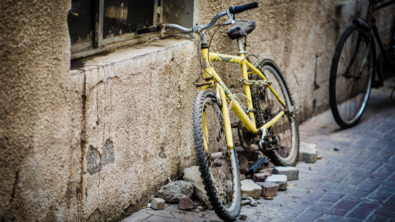 Bicicleta que se inclina foto de archivo