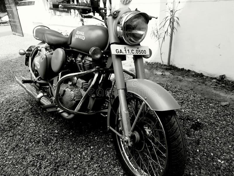 Bicicleta real de Enfield foto de stock royalty free