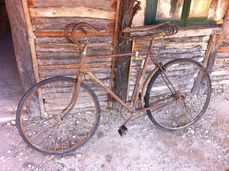 Bicicleta velha imagem de stock royalty free