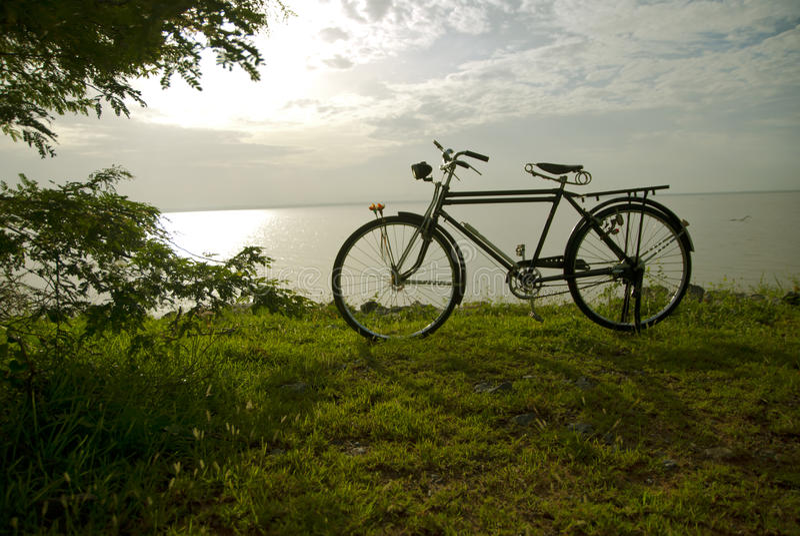 Bicicleta velha, bicicleta em Tailândia fotos de stock
