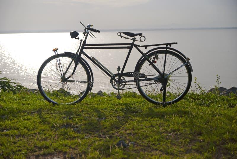 Bicicleta velha, bicicleta em Tailândia foto de stock royalty free