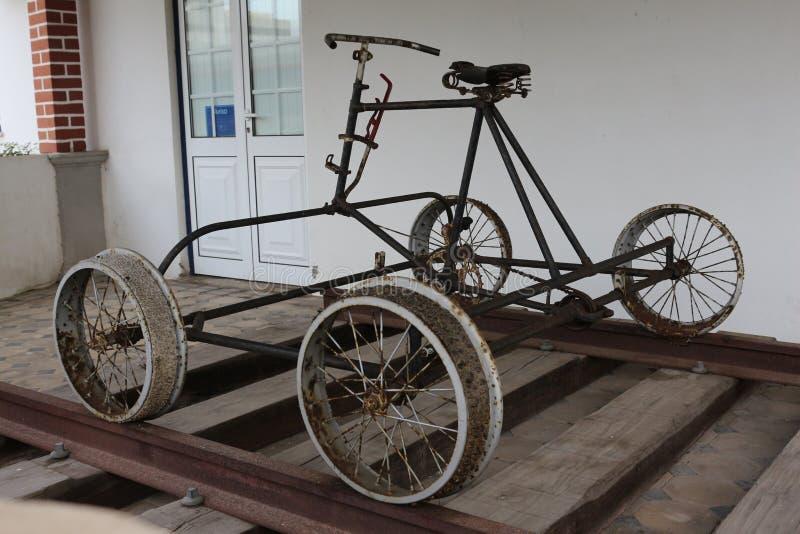 Bicicleta velha do trem fotografia de stock