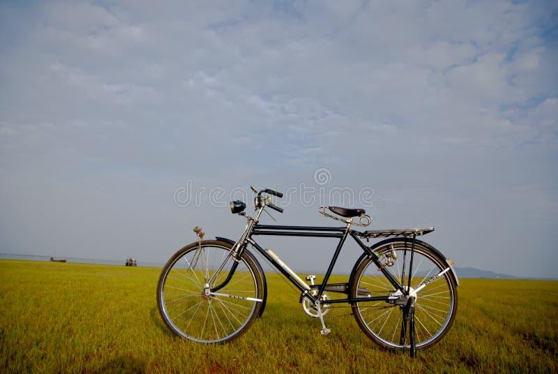 Bicicleta velha em Tailândia foto de stock