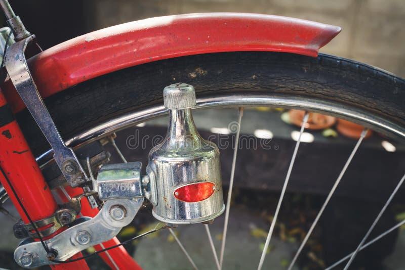 Bicicleta vieja del dínamo fotografía de archivo