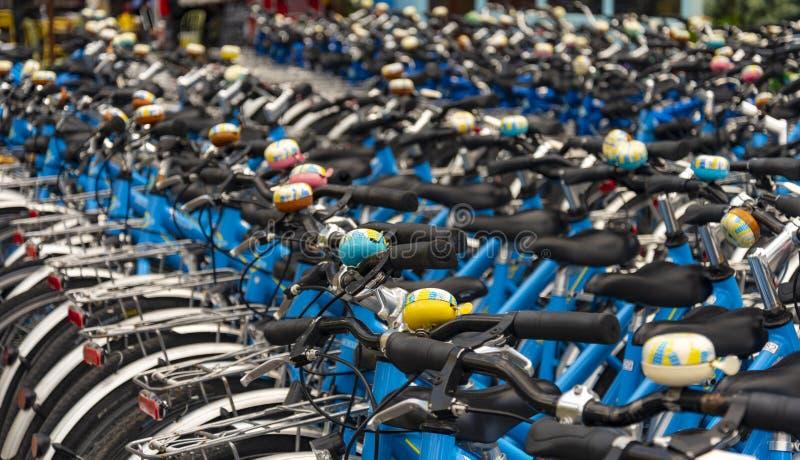 Bicicletas alugado para o aluguer em Londres imagens de stock