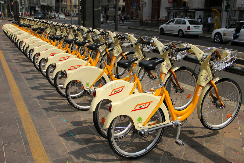 Download Bicicletas de alquiler foto editorial. Imagen de bici - 44853936