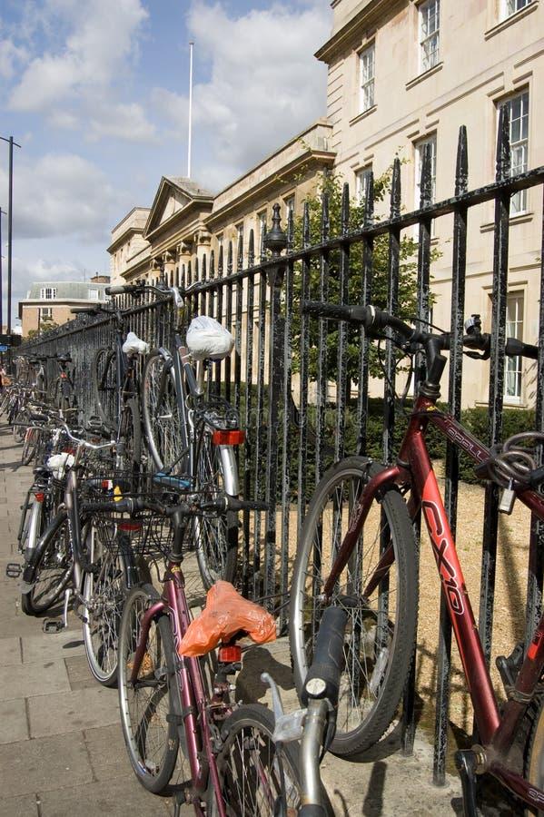 Bicicletas del estudiante, Cambridge fotografía de archivo libre de regalías