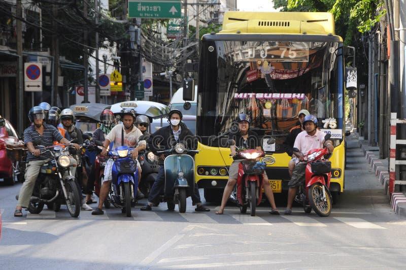Tailândia Bikes a regra as estradas imagens de stock