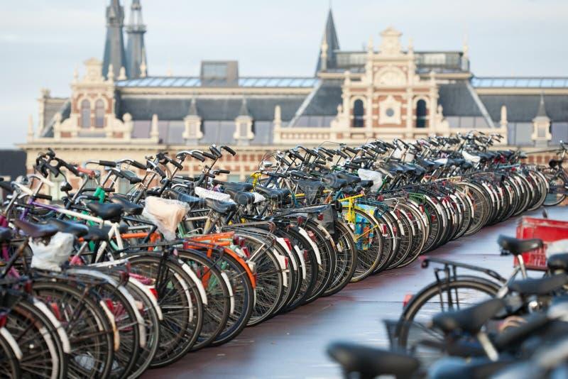 Bicicletas em Amsterdão foto de stock royalty free