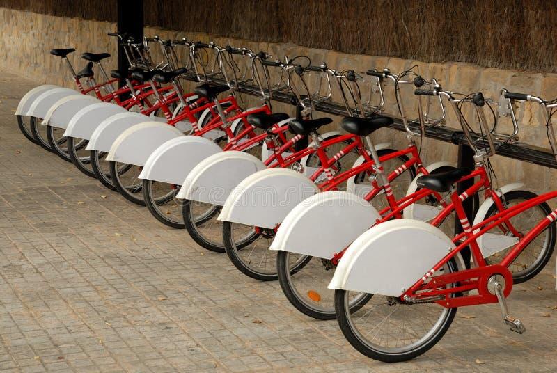 Bicicletas estacionadas fotos de stock royalty free