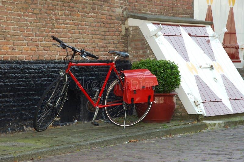 Bicicletas estacionadas. fotos de archivo