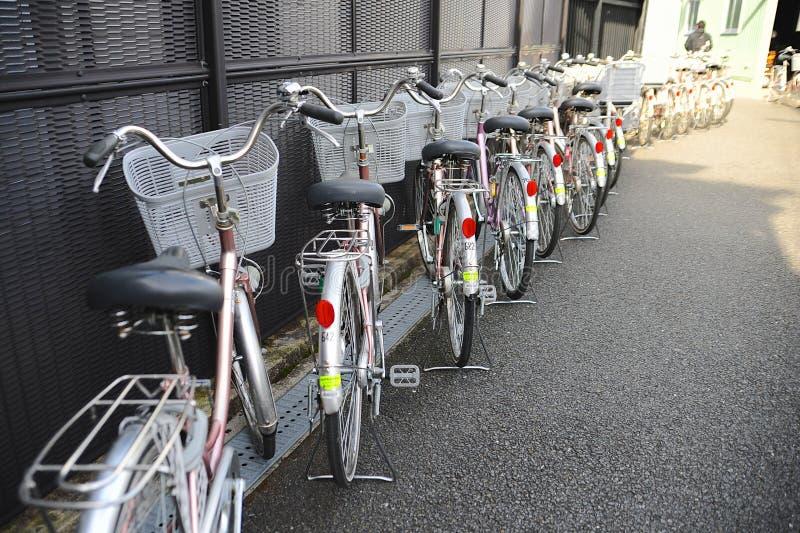 Bicicletas idénticas foto de archivo libre de regalías