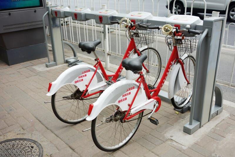 Bicicletas públicas no Pequim foto de stock royalty free