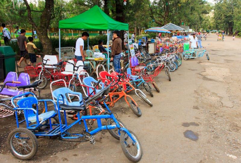 Bicicletas para o aluguel na cidade de Baguio, Filipinas imagem de stock