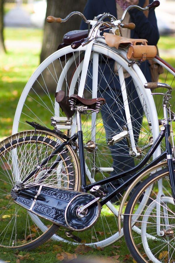 Bicicletas retras imagenes de archivo