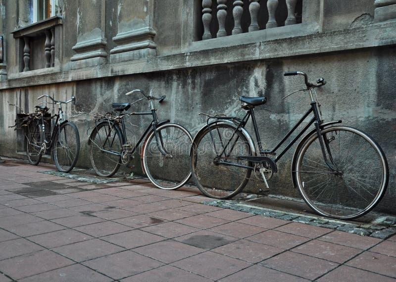 Bicicletas viejas imágenes de archivo libres de regalías