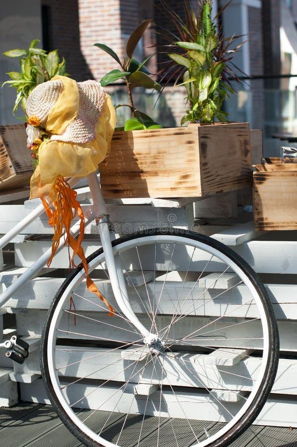 Bicicletta d'annata della decorazione fotografia stock libera da diritti