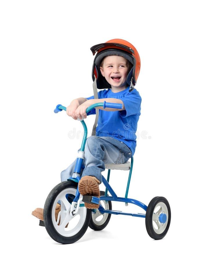 Bicicletta felice di guida del ragazzino su fondo bianco fotografia stock libera da diritti