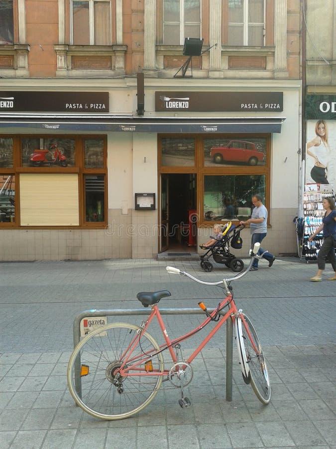 Bicicletta Locked fotografia stock libera da diritti