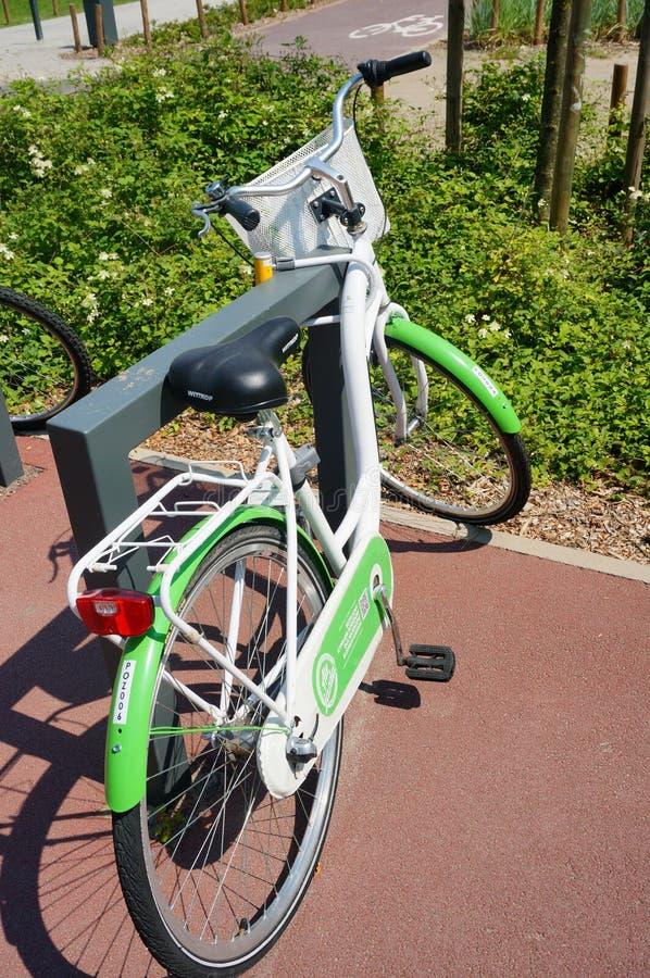 Bicicletta Locked immagine stock libera da diritti