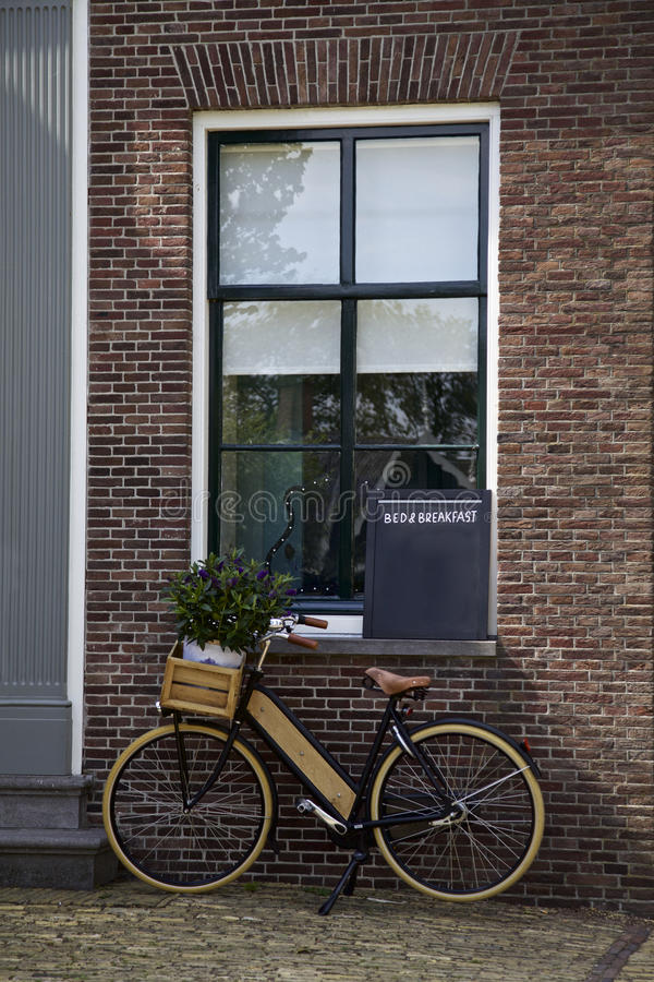 Bicicletta, segno di bed and breakfast, casa immagine stock libera da diritti