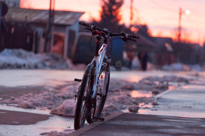 Bicicletta su neve fotografia stock libera da diritti