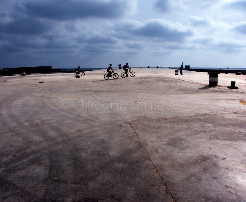 Download Biciclette fotografia stock. Immagine di bambini, divertimento - 209156