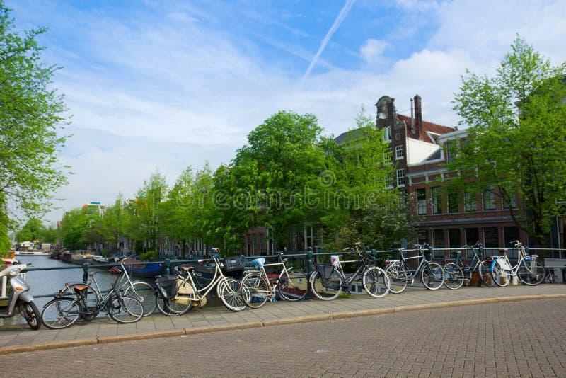Biciclette di Amsterdam, Paesi Bassi fotografia stock libera da diritti
