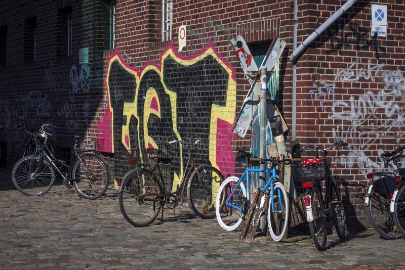 Biciclette e graffiti fotografia stock libera da diritti