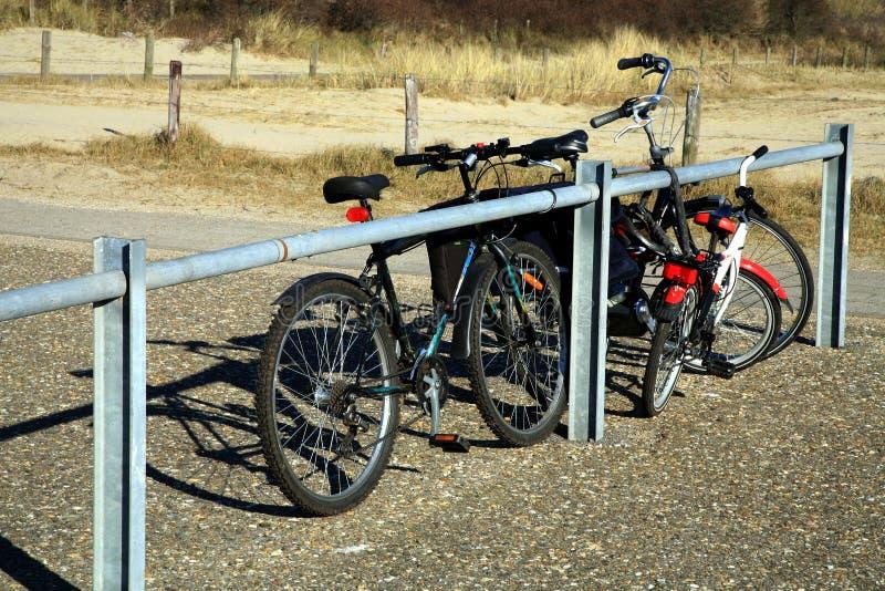 Biciclette sul parcheggio nei Paesi Bassi. fotografie stock libere da diritti