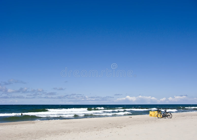 Bicis en la playa fotos de archivo libres de regalías