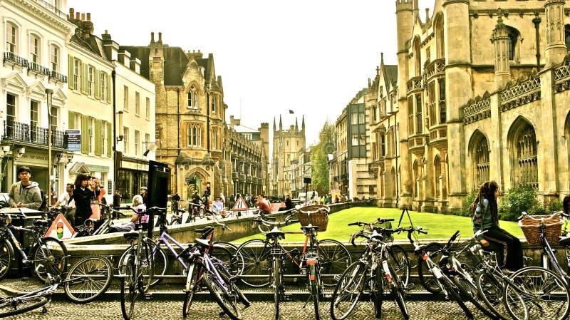 Bicis turísticas en el centro de Cambridge foto de archivo libre de regalías