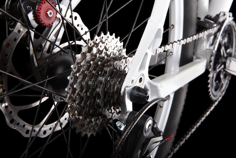 Bicycle as engrenagens, o freio de disco e o derailleur traseiro imagens de stock