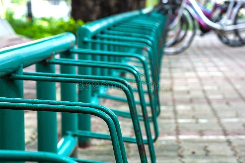 Bicycle o lote de estacionamento imagem de stock
