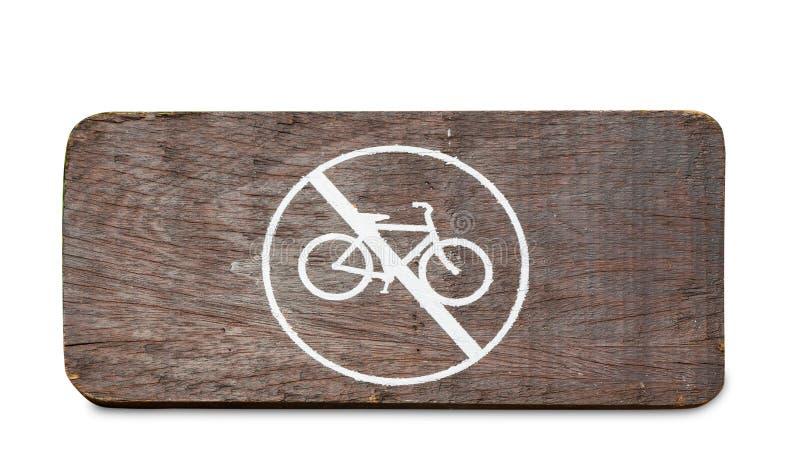 Bicyclenot toegestaan die teken op hout op wit wordt geïsoleerd royalty-vrije stock foto's