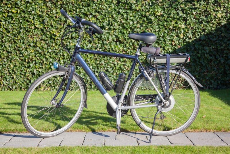 Bicyclette électrique au soleil photos libres de droits