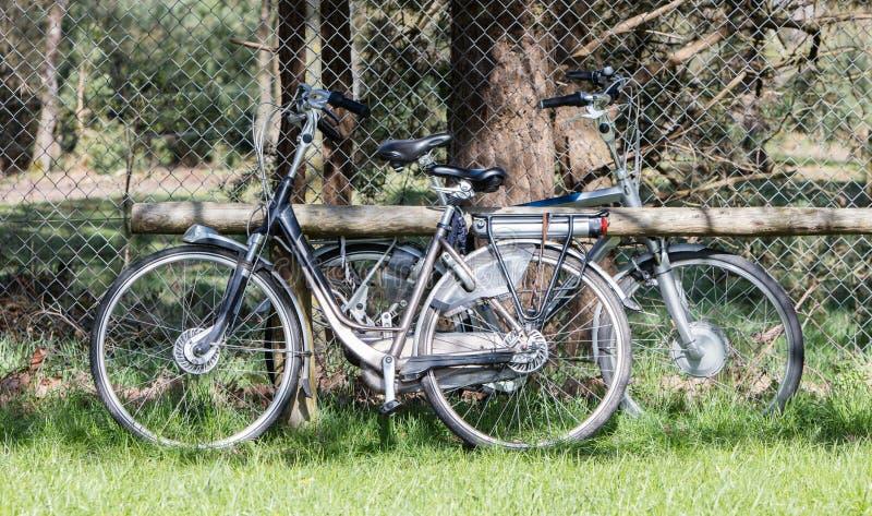 Bicyclette électrique, vélo moderne en grande partie employé par des aînés photo stock