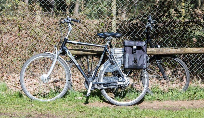 Bicyclette électrique, vélo moderne en grande partie employé par des aînés photos stock
