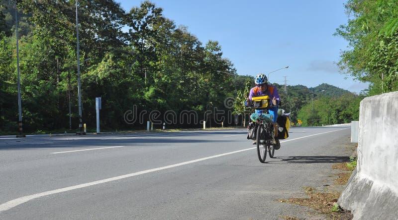 Bicyclette d'équitation image stock