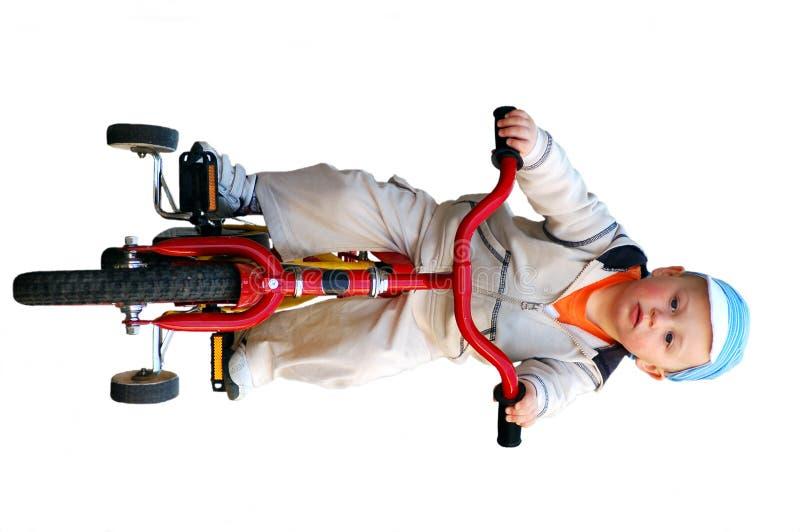 bicyclette d'équitation de petit garçon photos stock