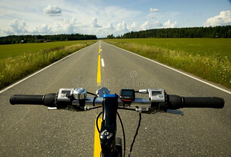 Bicyclette et route images libres de droits