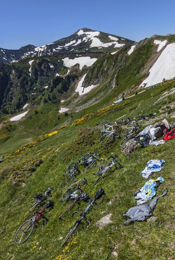 Bicyclettes Sur Les Pentes De La Montagne Photo éditorial