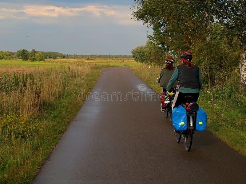 Bicycling com o Polônia fotos de stock