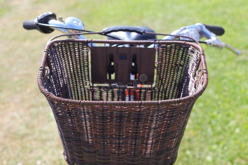 Bicycling no parque fotografia de stock