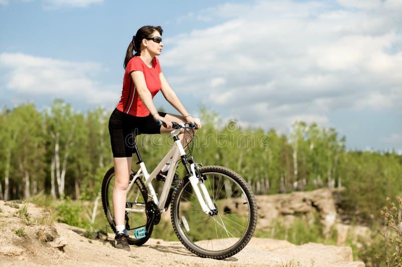 bicyclist piękna kobieta zdjęcia stock