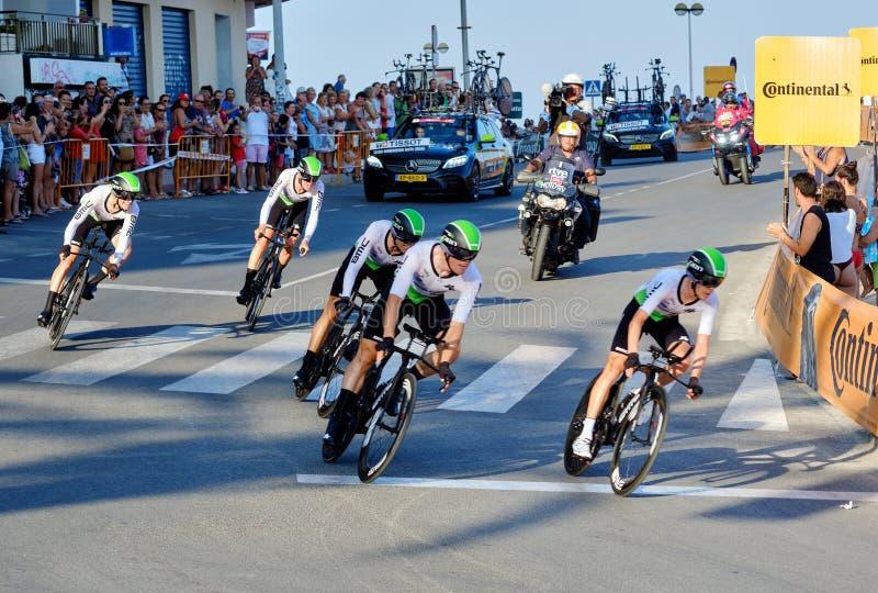 Bicyclist racers nemen deel aan de wedstrijd La Vuelta royalty-vrije stock afbeelding