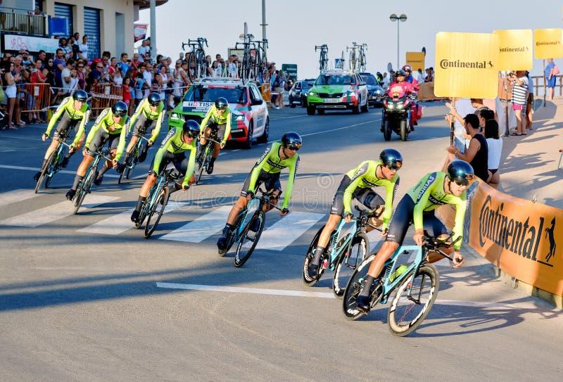 Bicyclist racers nemen deel aan de wedstrijd La Vuelta royalty-vrije stock foto's