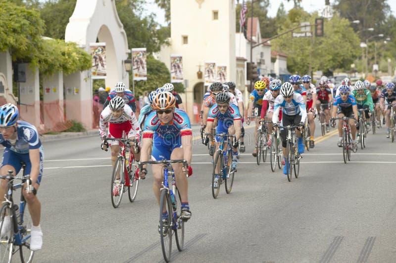Bicyclists amadores dos homens imagens de stock royalty free