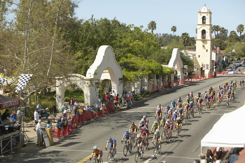 Bicyclists amadores dos homens fotografia de stock