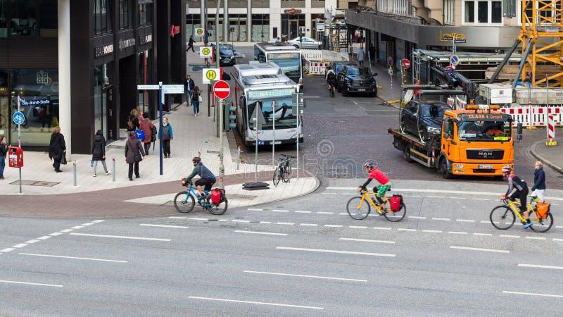 Bicyclists na Brandt w Hamburg zdjęcia stock